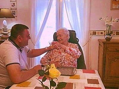 Garde Malade Auxiliaire de vie spécialisé propose ses servicesà domicile en H24. Intervient à Paris - Région parisienne - France entière