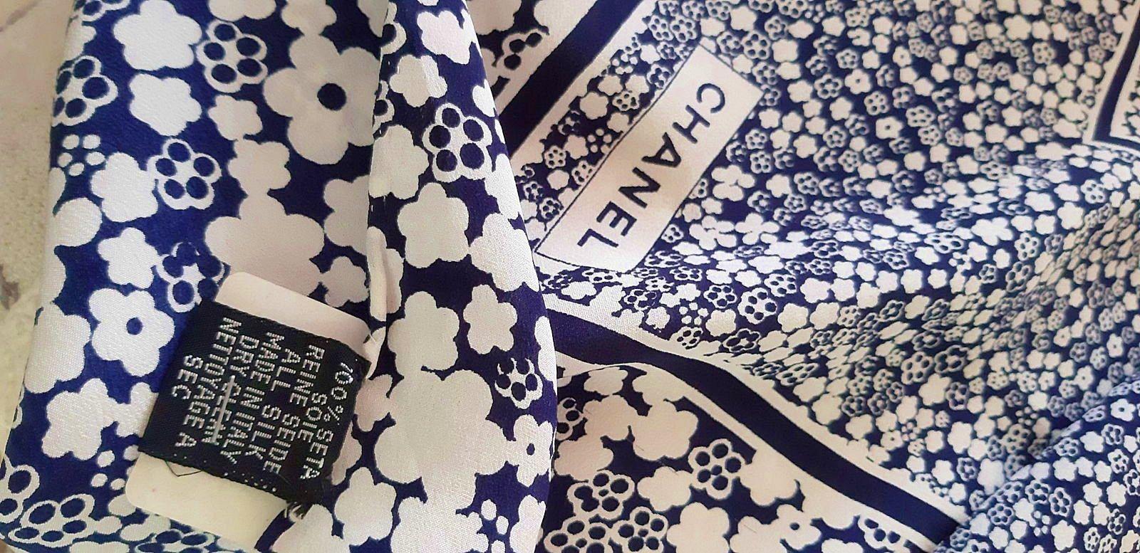 Grand carré de soie Chanel année 70parfait état