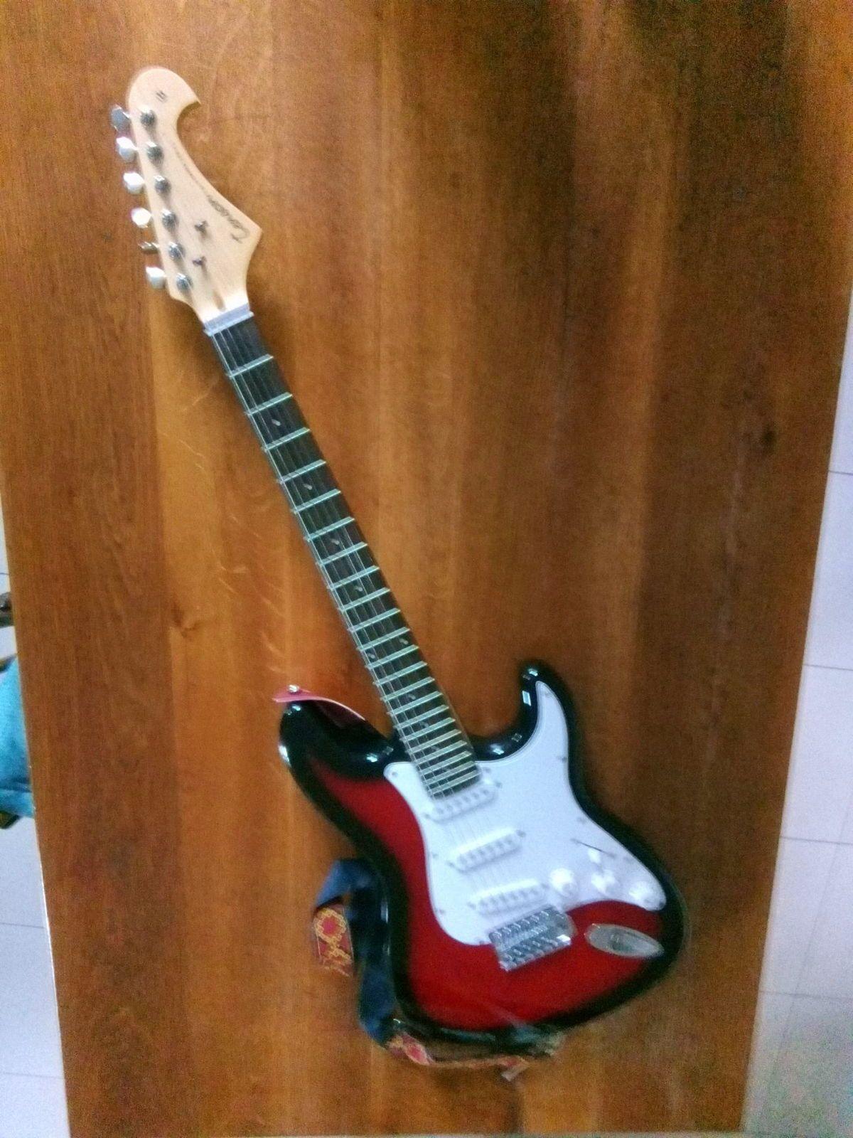 Guitare électrique Tenson ST special (+housse et jeu de cordes)