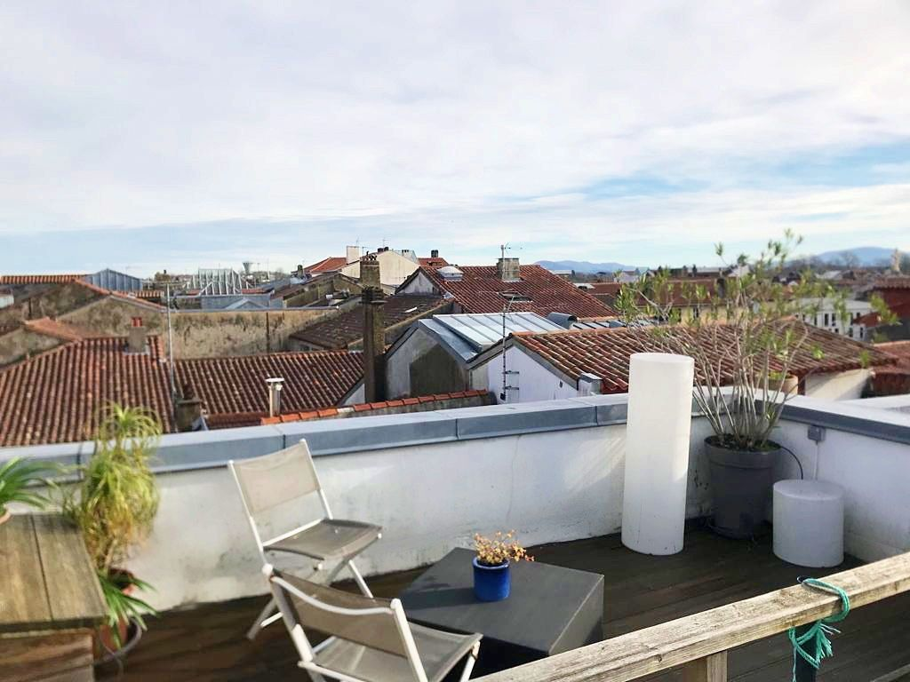 Loue appartement T2, 28m² habitable, 1 chambre plus 16m² rooftop grand Bayonne (64)