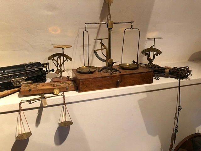 Instruments de mesure ancien pour cabinet de curiosite