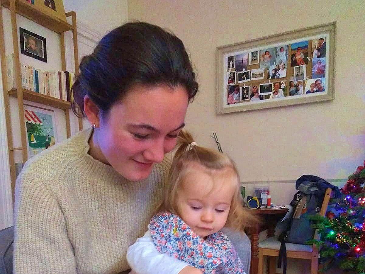 Jeune fille propose babysittings à Béziers et alentours soir/WE