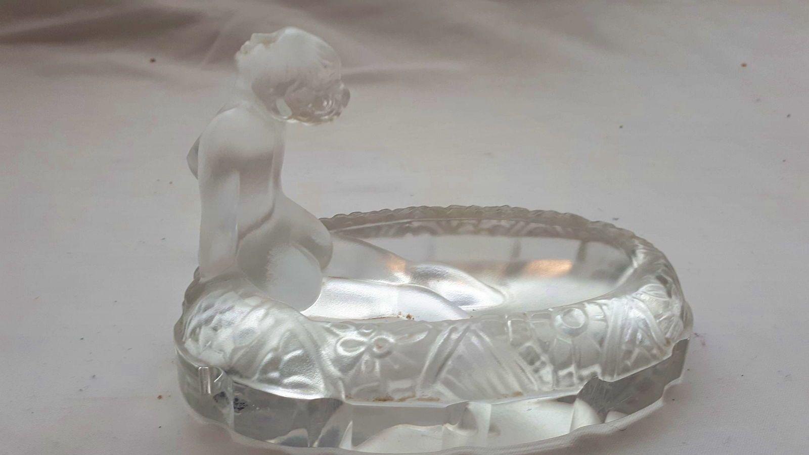 Jolie coupelle style Art Déco en cristal de Bohême baigneuse nue