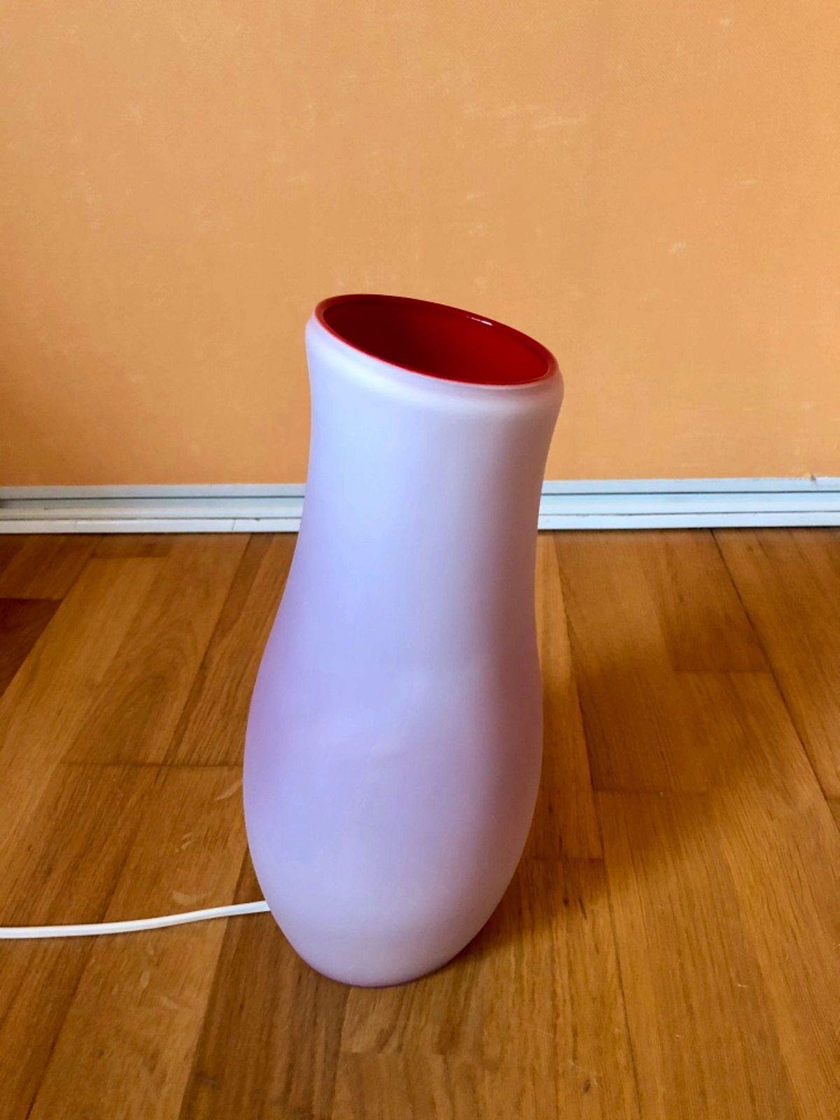 Lampe décorative en verre rouge