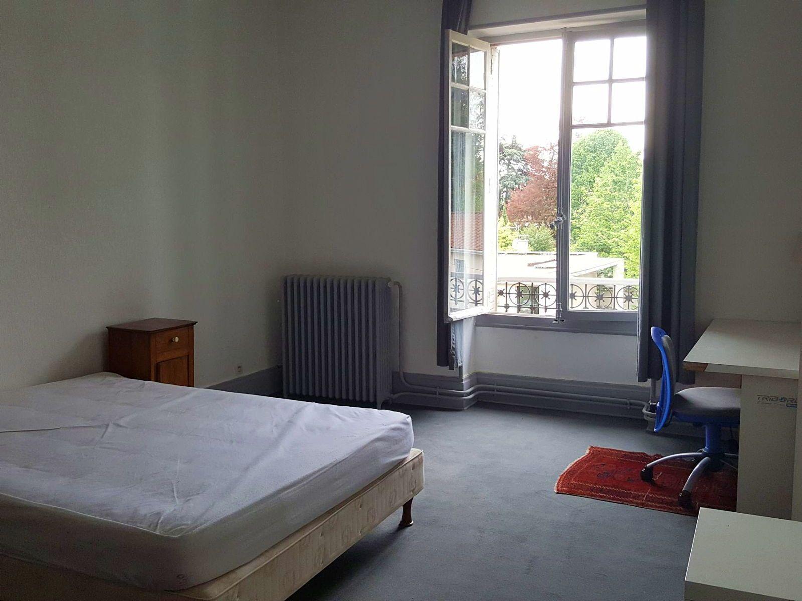 Loue chambre meublée 20m² centre Écully/Lyon, pour étudiant(e)