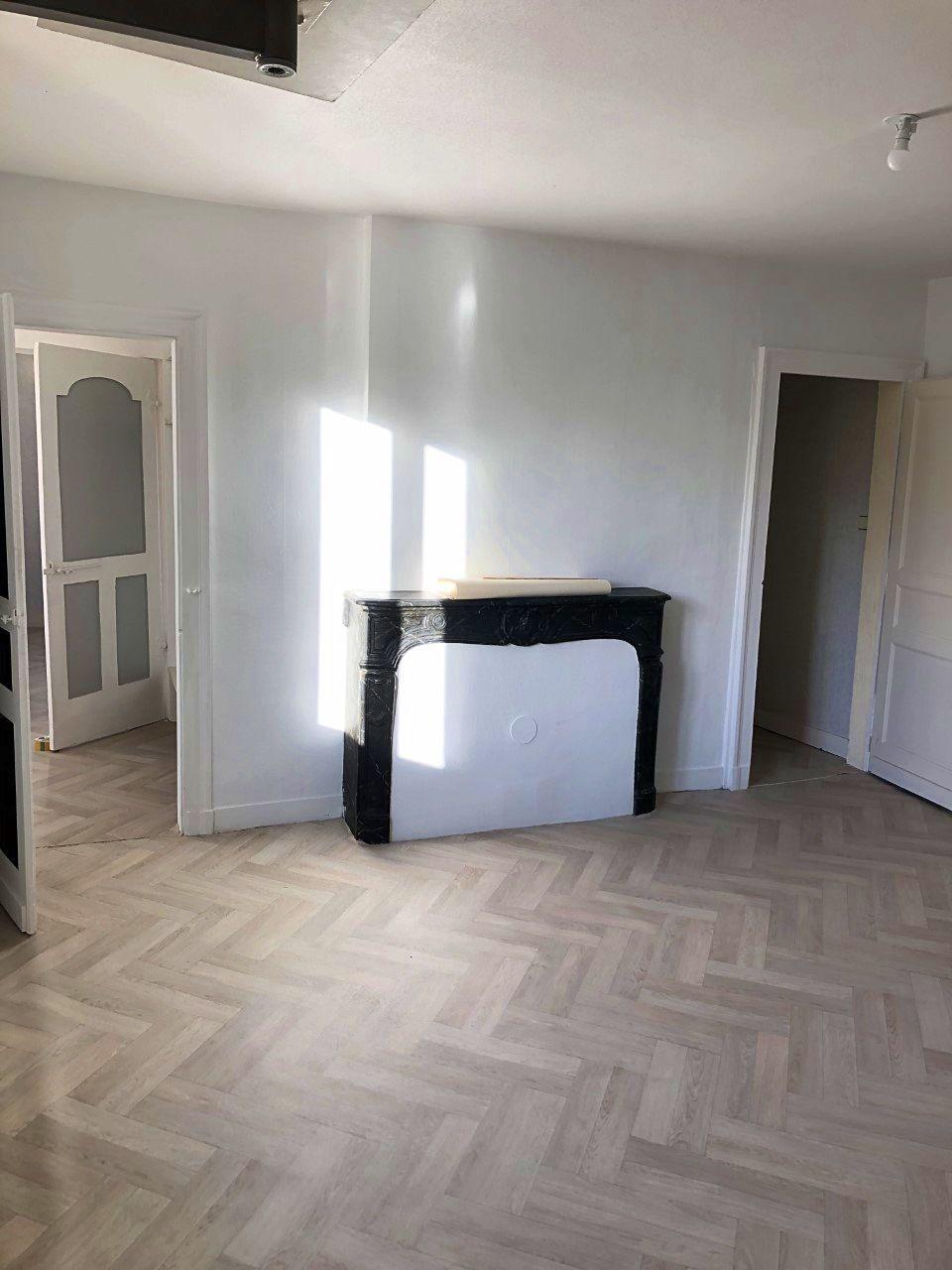 Louer F240m² 1chambre 1er étage avec garage et jardin privatif - Lisieux centre ville