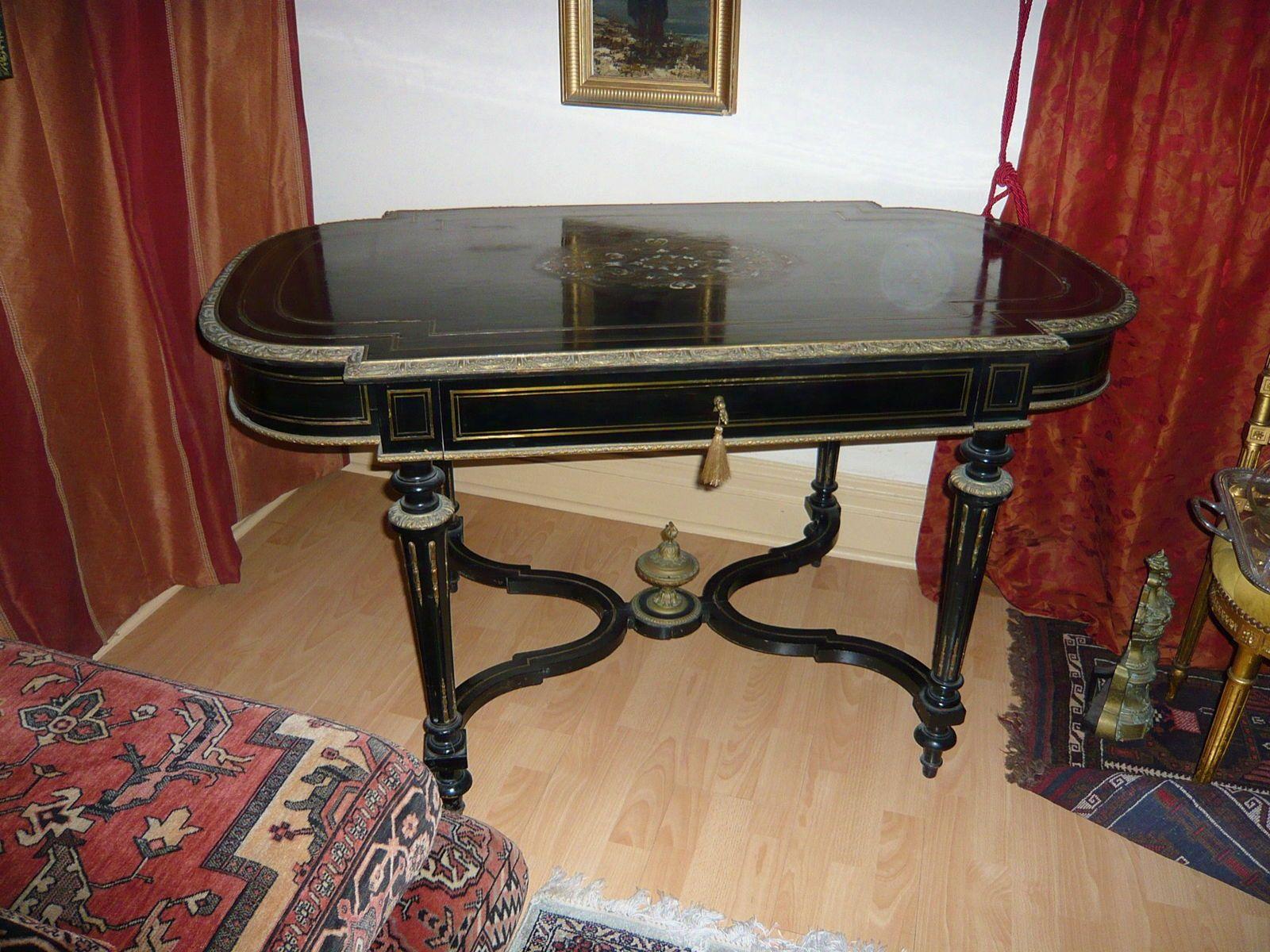 Magnifique table Napoleon 3en bois noirci