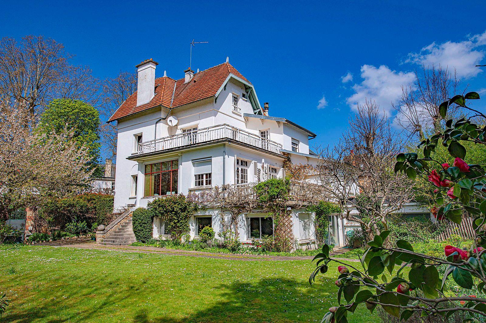 Vends Maison de 366m² à Garches (92) - 10pièces - 5chambres