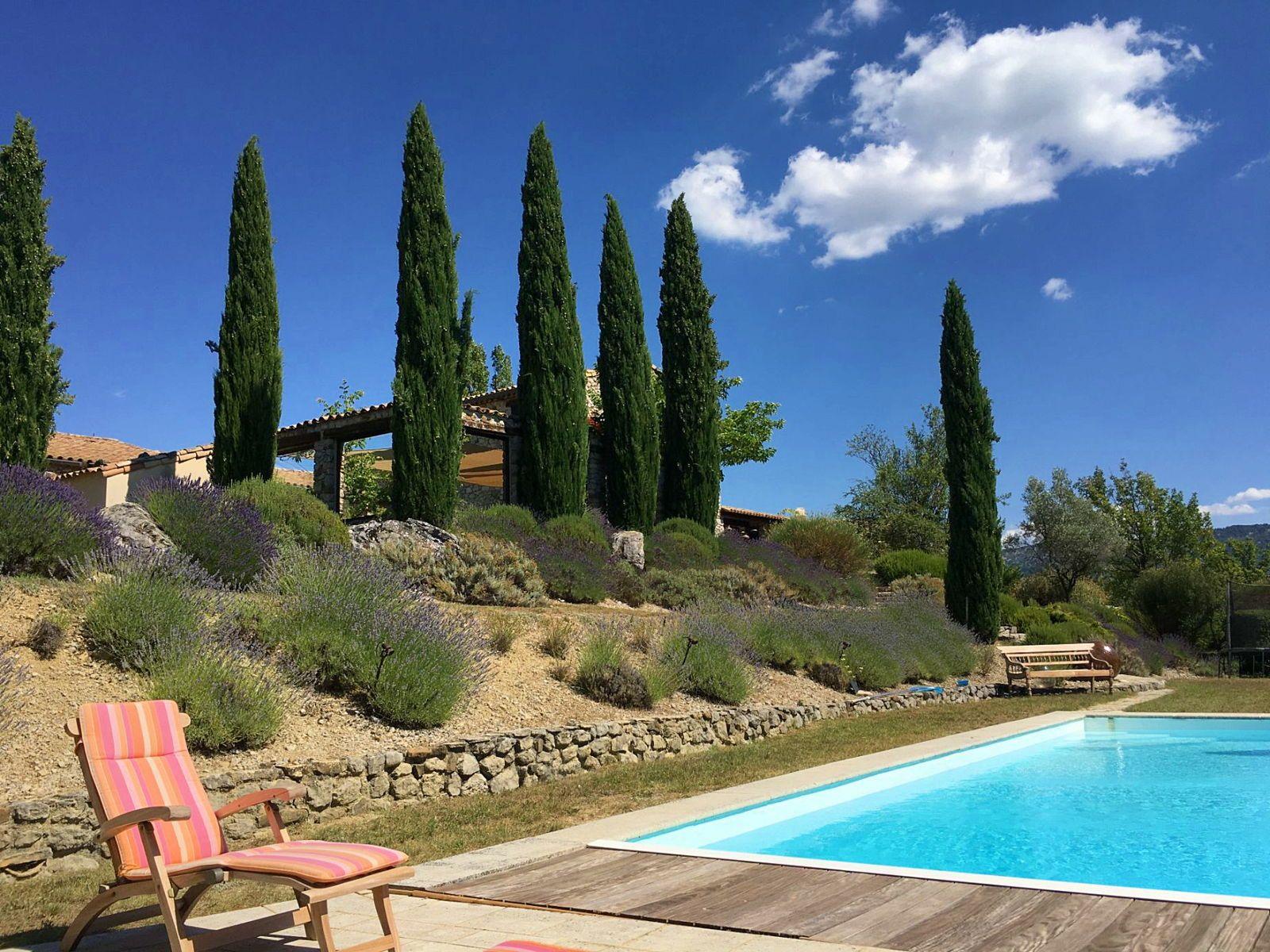 Loue maison - piscine - tennis pour 14couchages en Drôme Provençale