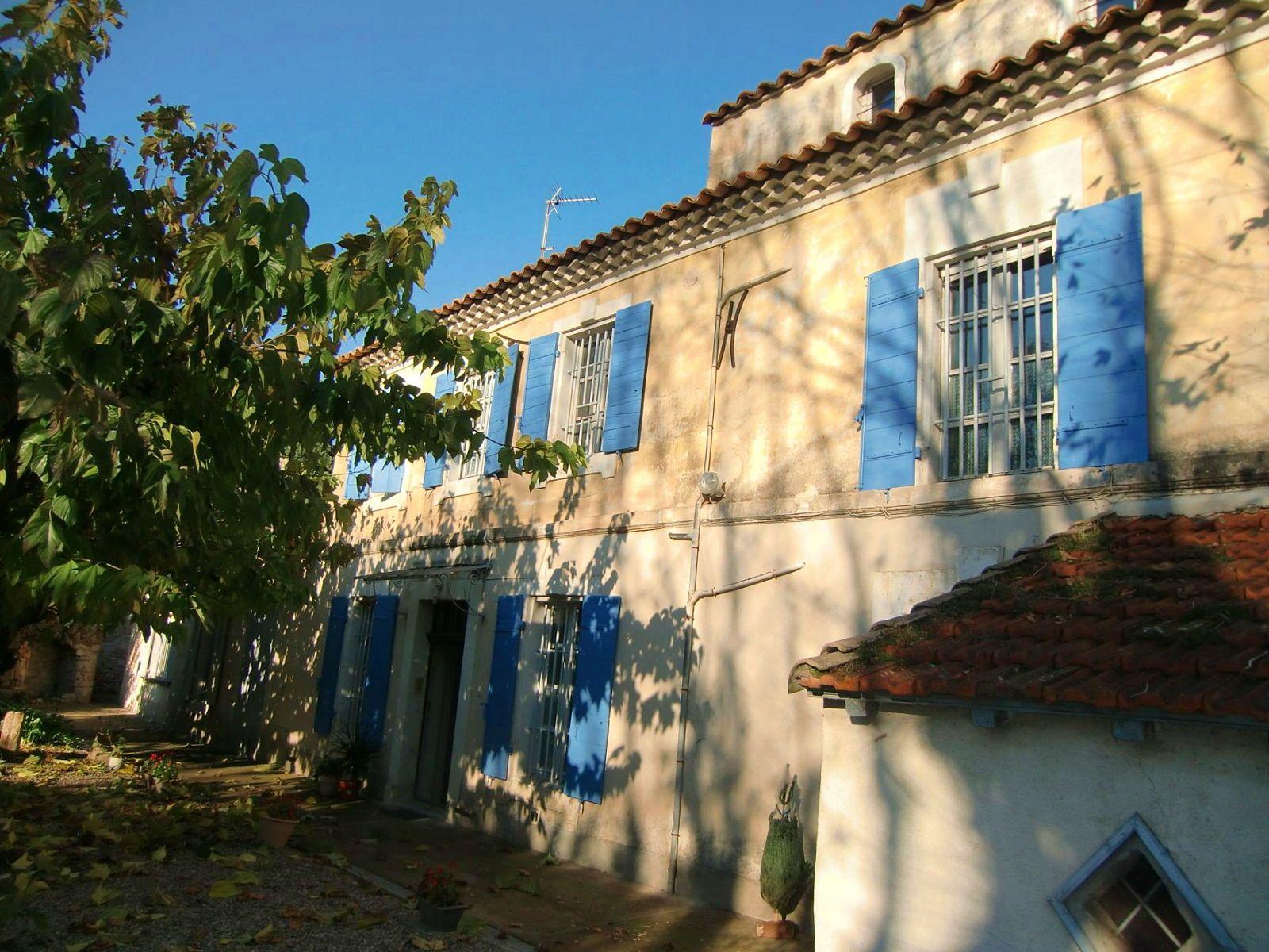 Loue maison provençale, 3chambres, 12couchages proche Arles-Avignon