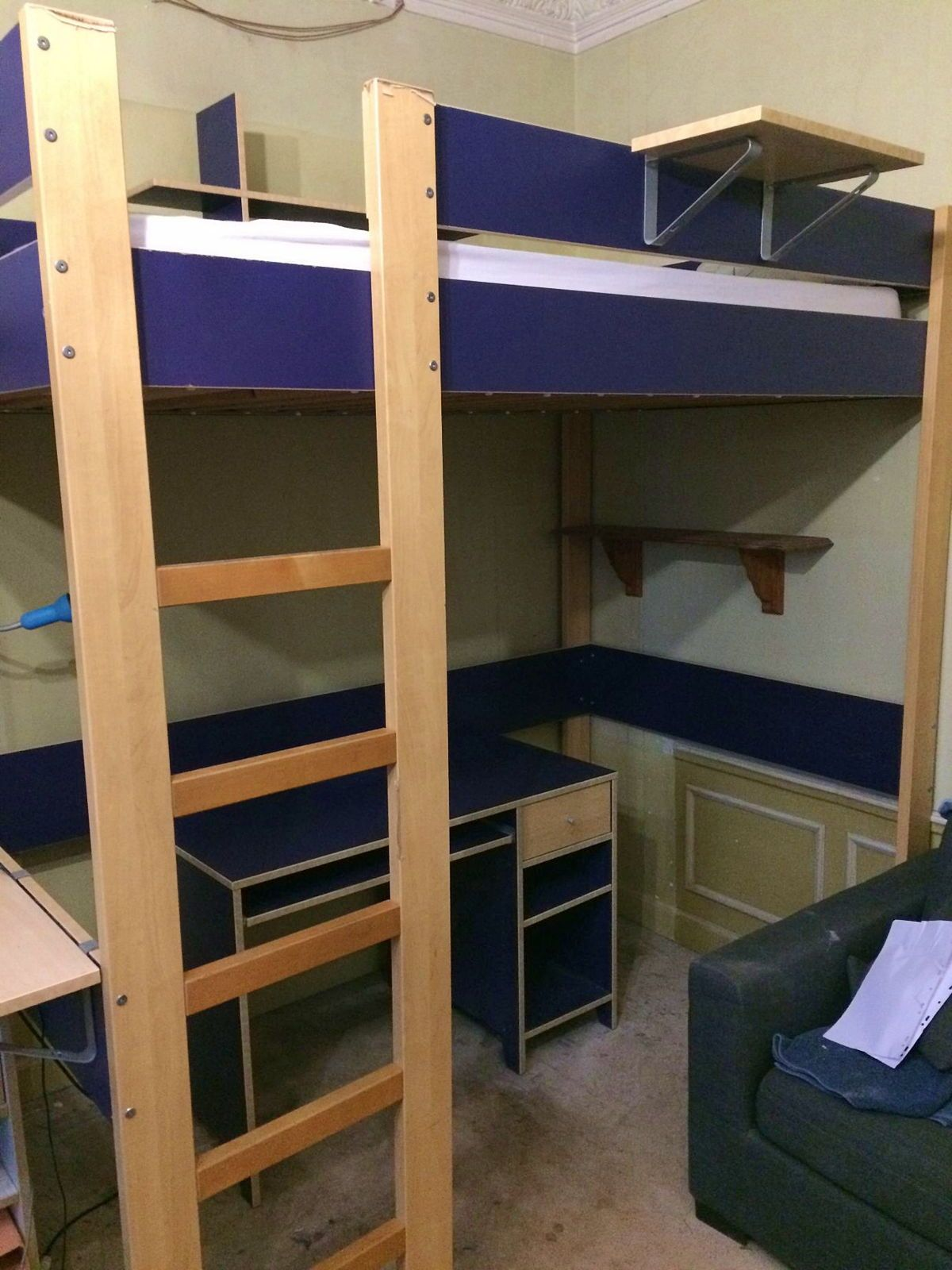 Mezzanine Ikea et son bureau assorti