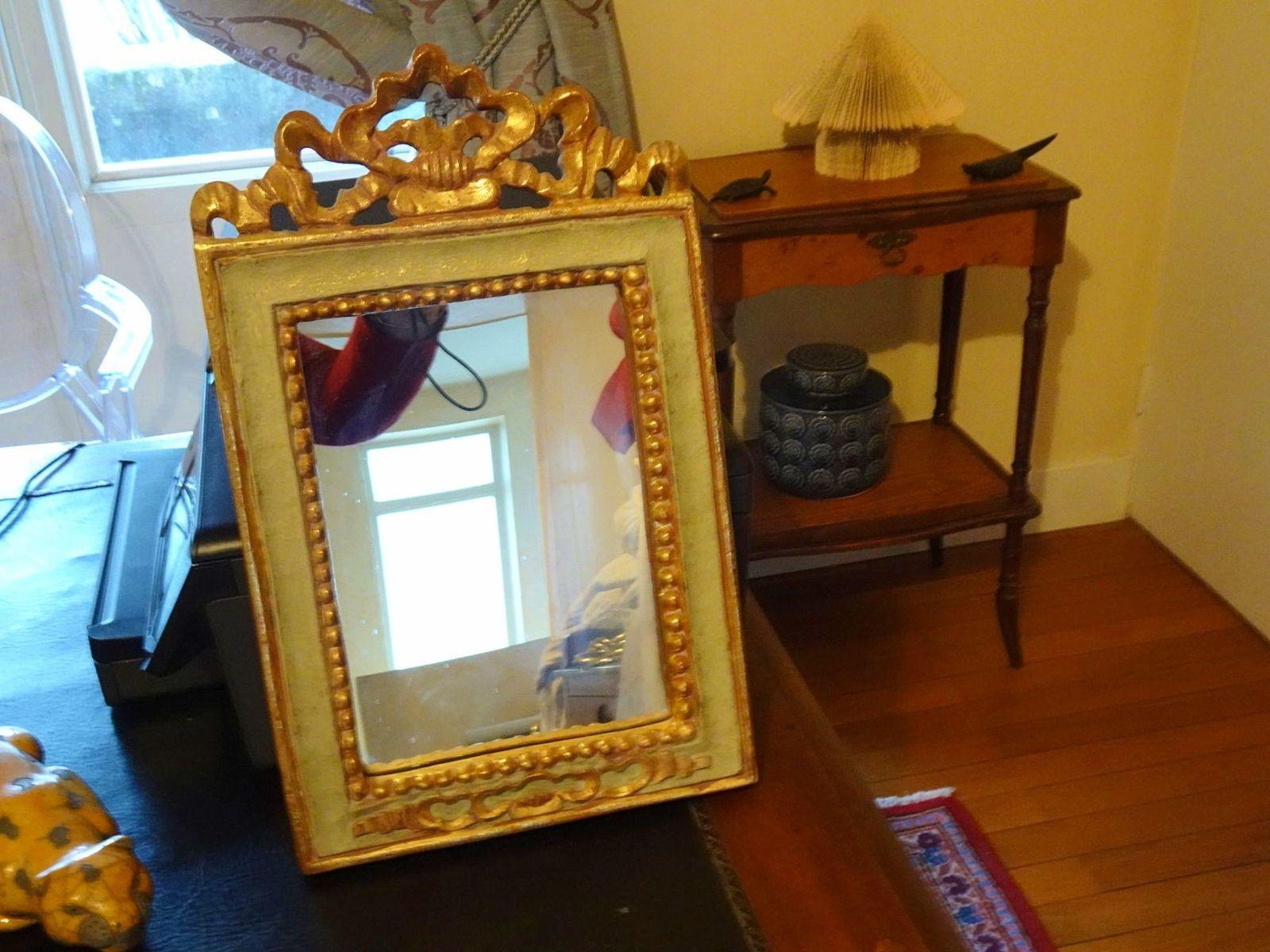 Joli miroir en bois