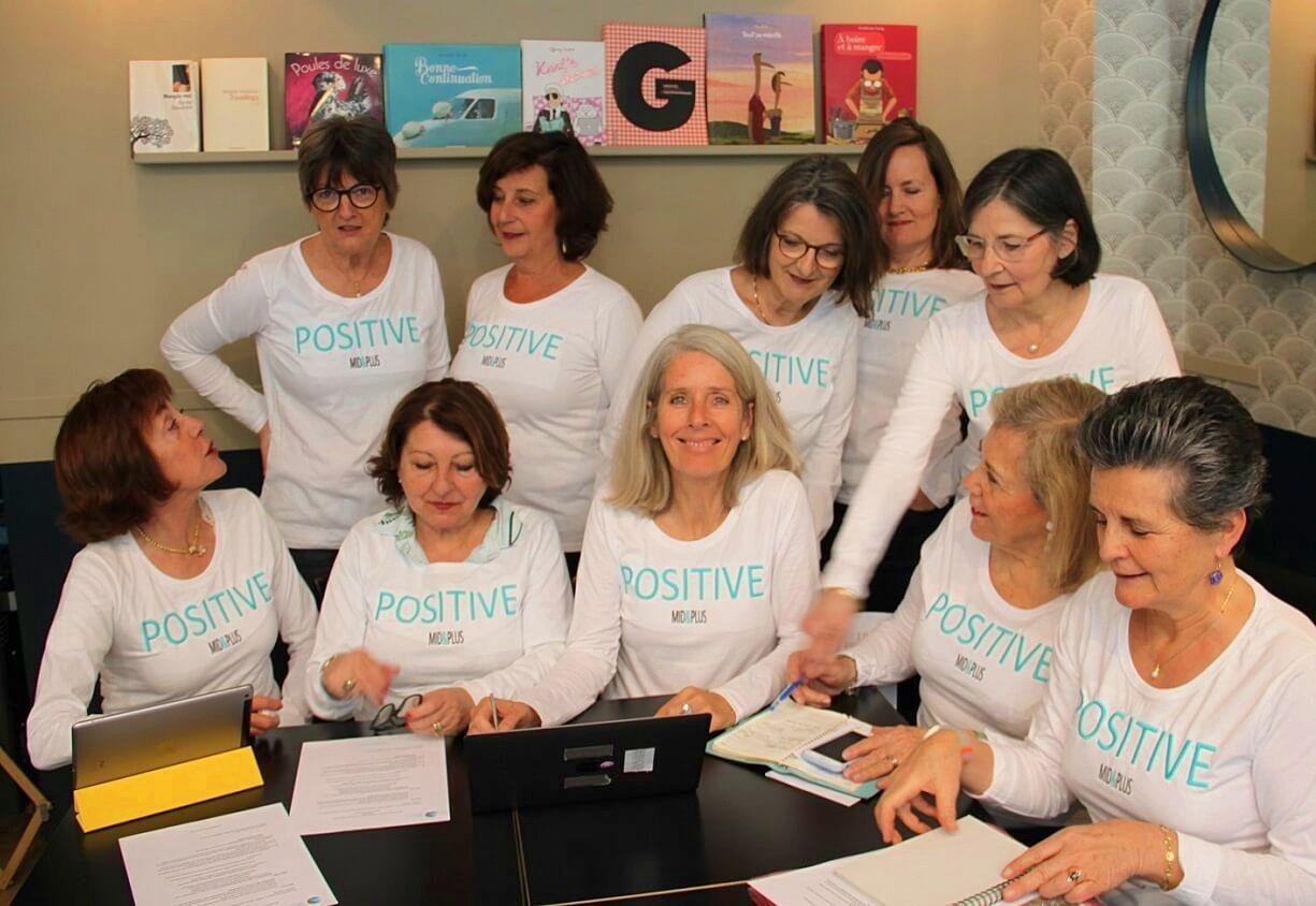 Propose une Newsletter hebdomadaire positive pour les femmes