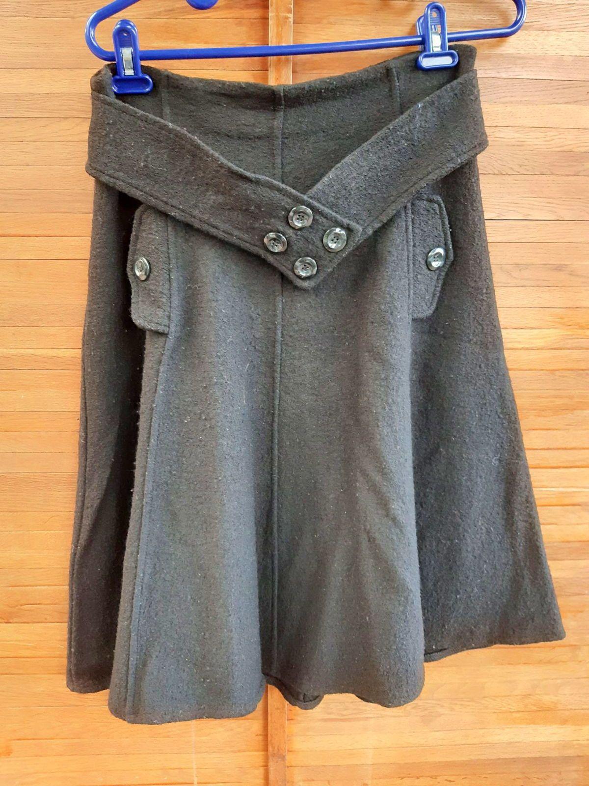 Jupe noire hiver taille suggérée 42très bon état