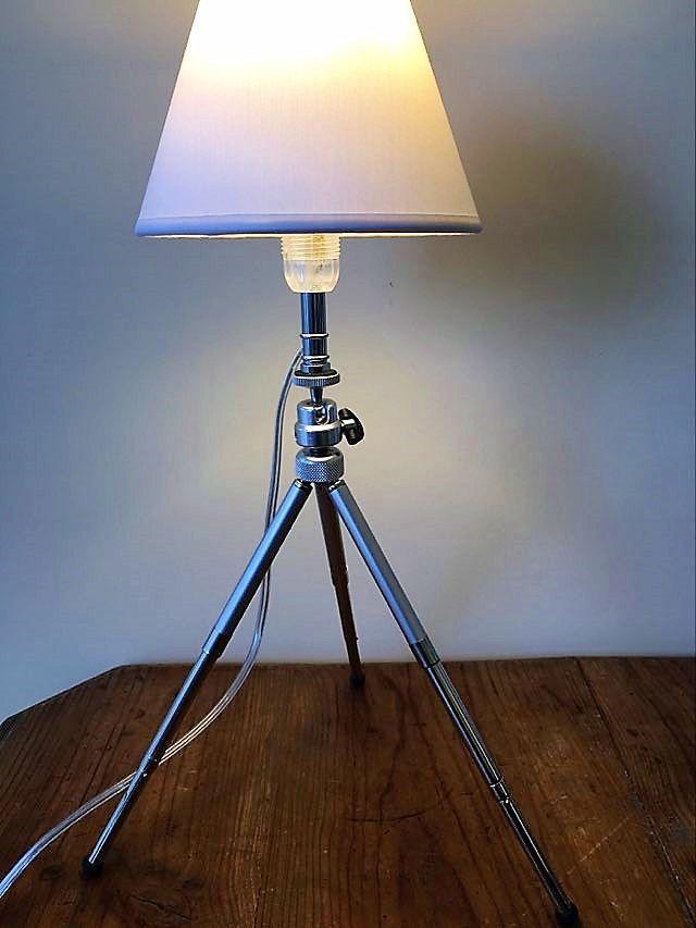 Très originale lampe créée s/trépied photo