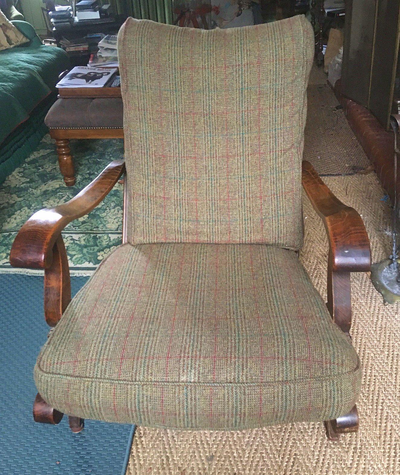 Une paire de fauteuils anglais