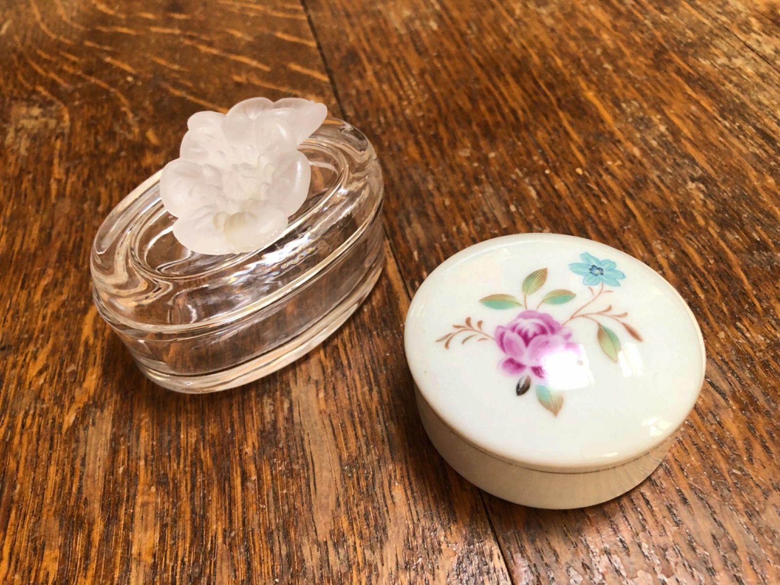 2petites boites à trésor en porcelaine et en verre