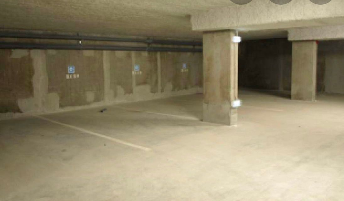 Loue Place Parking Vincennes très facile d'accès - 12m²