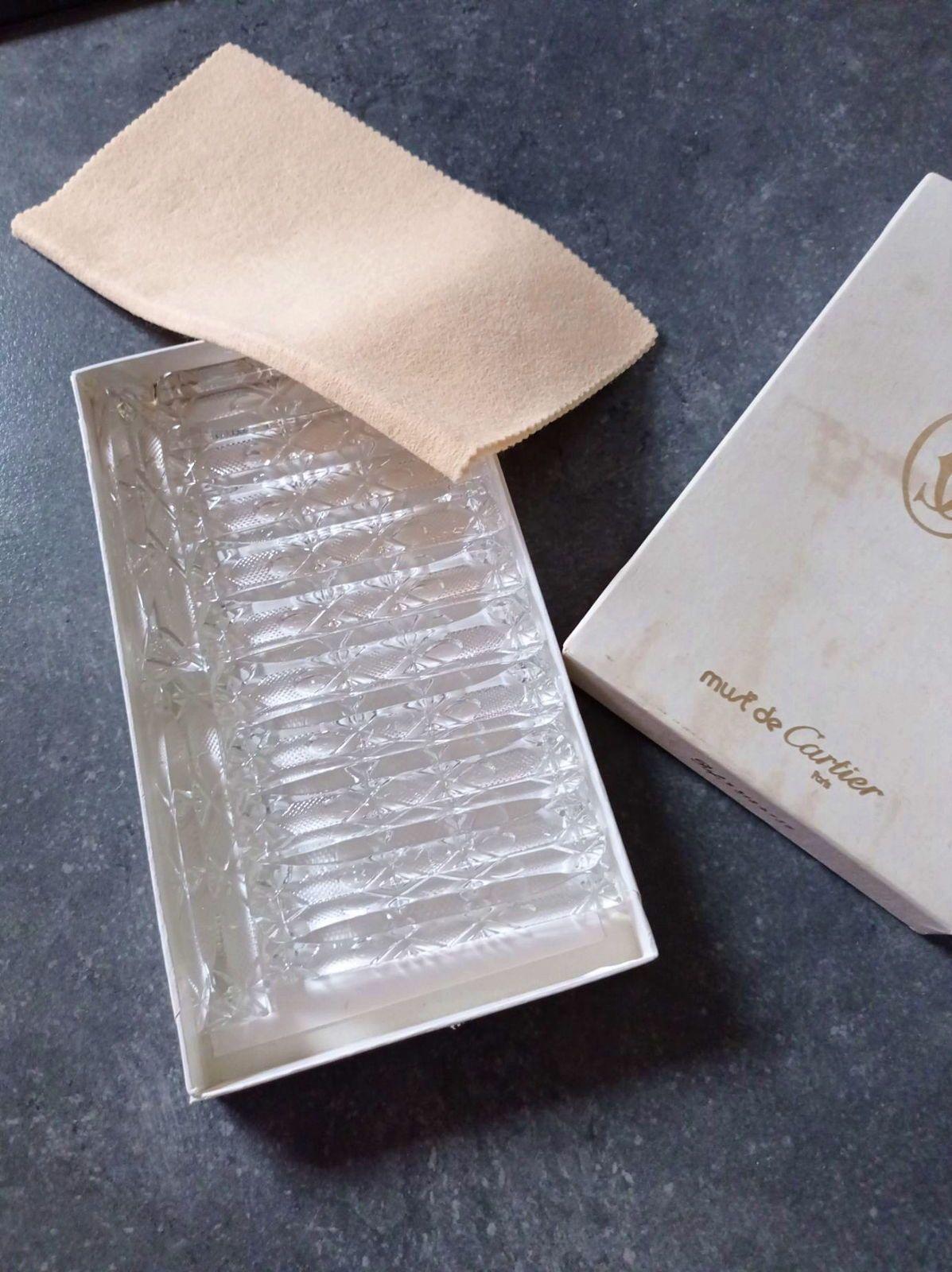 12porte couteaux cristal must de Cartier