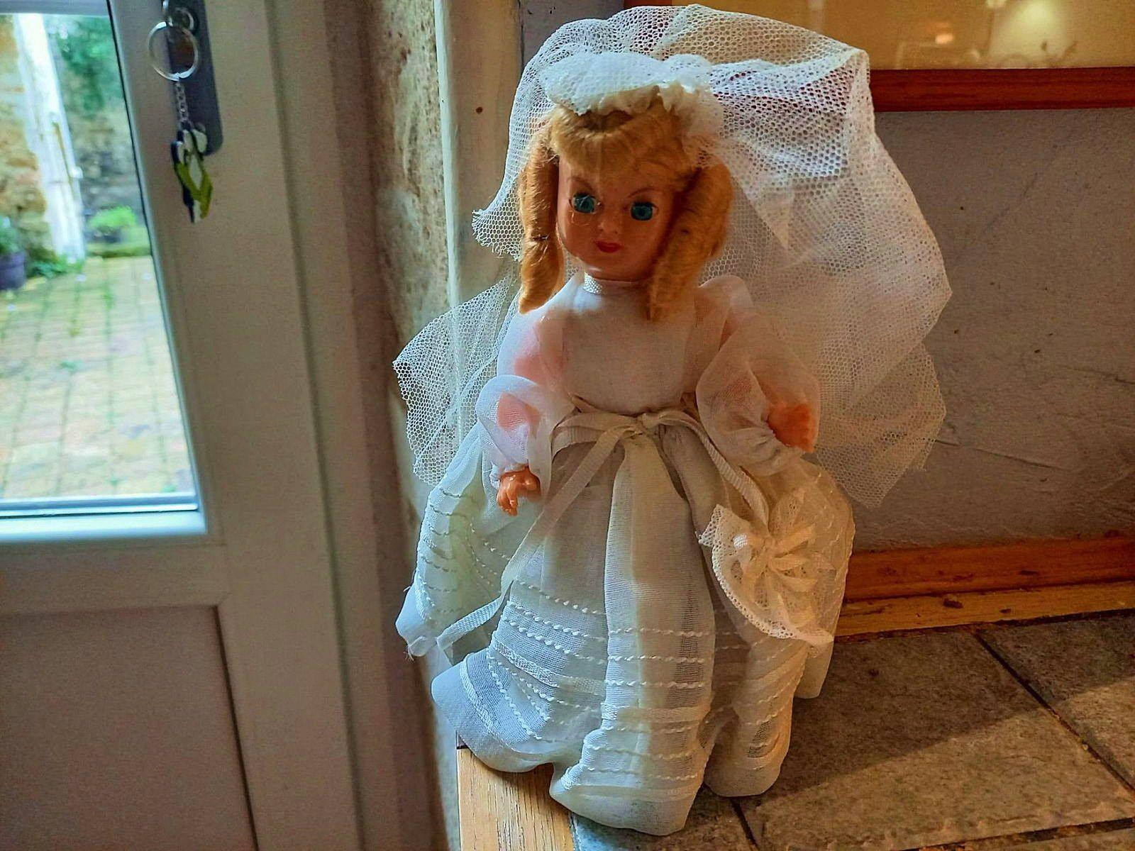 Poupee ancienne vintage communiante ou mariée