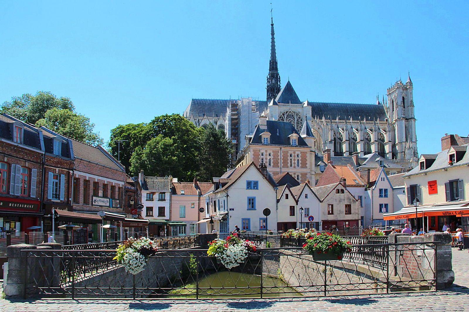 Recrute hôte/hôtesse à Amiens