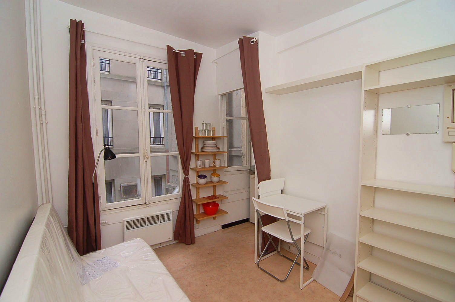 Loue studio 15m² Paris 9ème - St Lazare