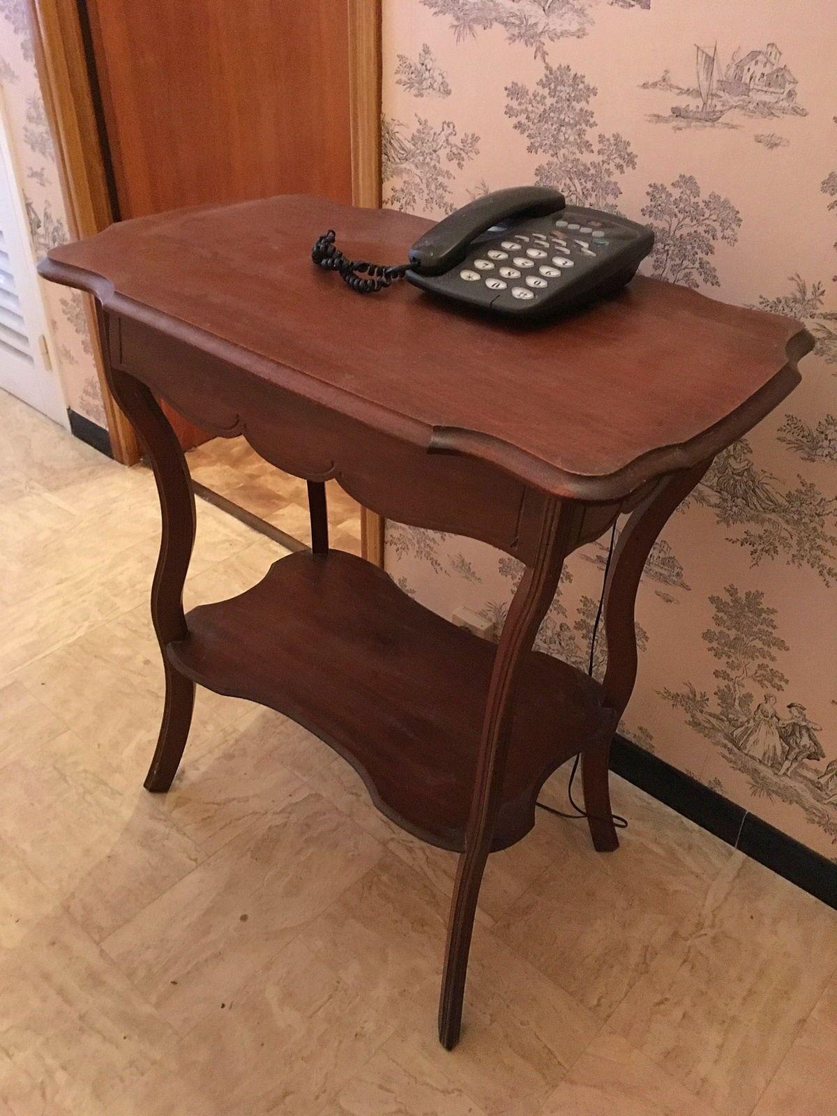 Table d'appoint pour téléphone, ou autre