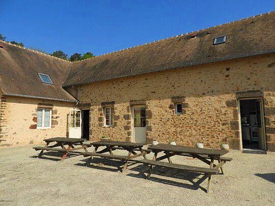 Vends belle bâtisse en pierres de Roussard - 6chambres, 225m² - La Chapelle-Saint-Fray (72)
