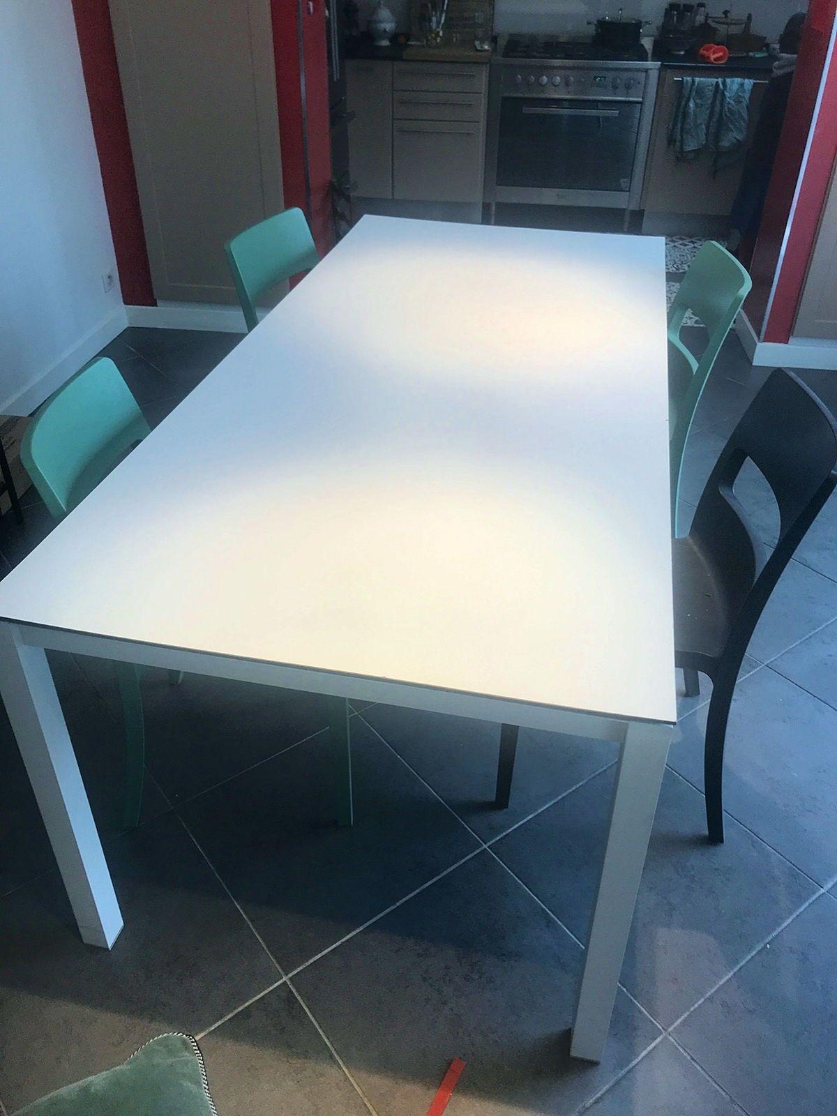 Vends très belle table extérieure, ou intérieur