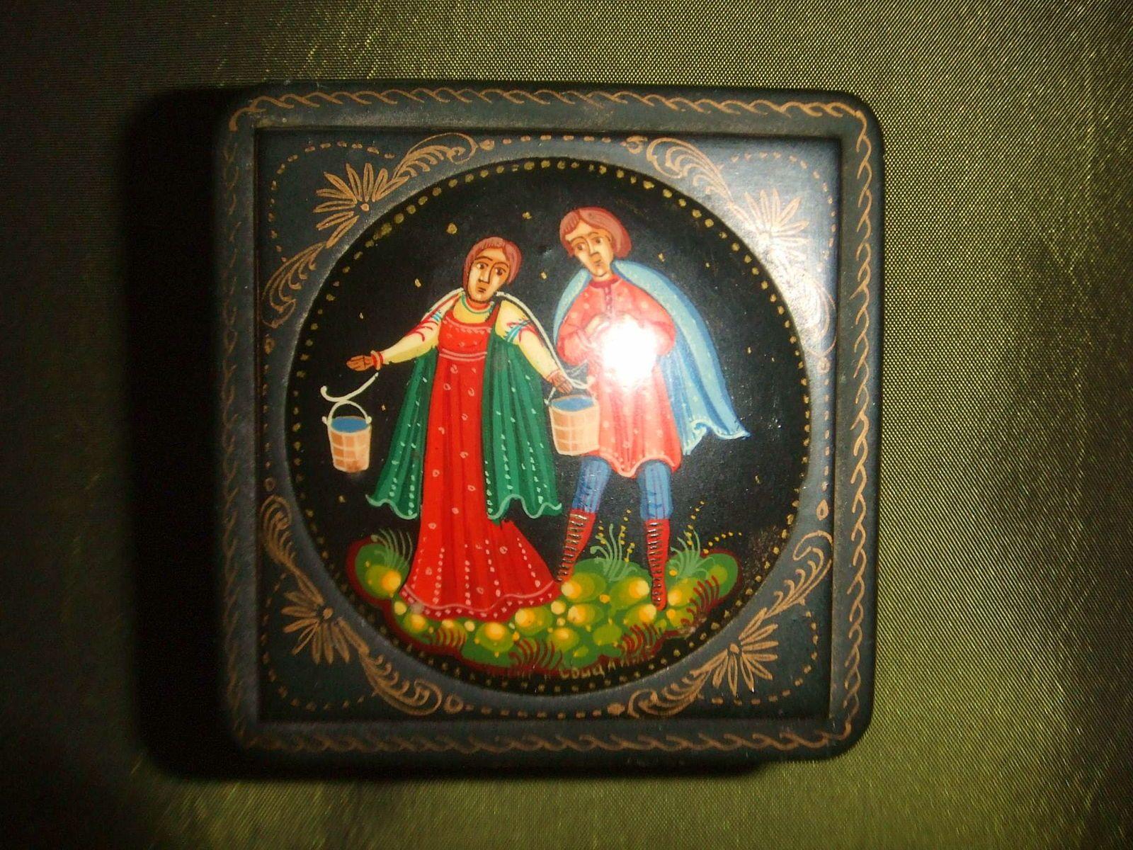 Vends boîte russe vintage avec peinture miniature
