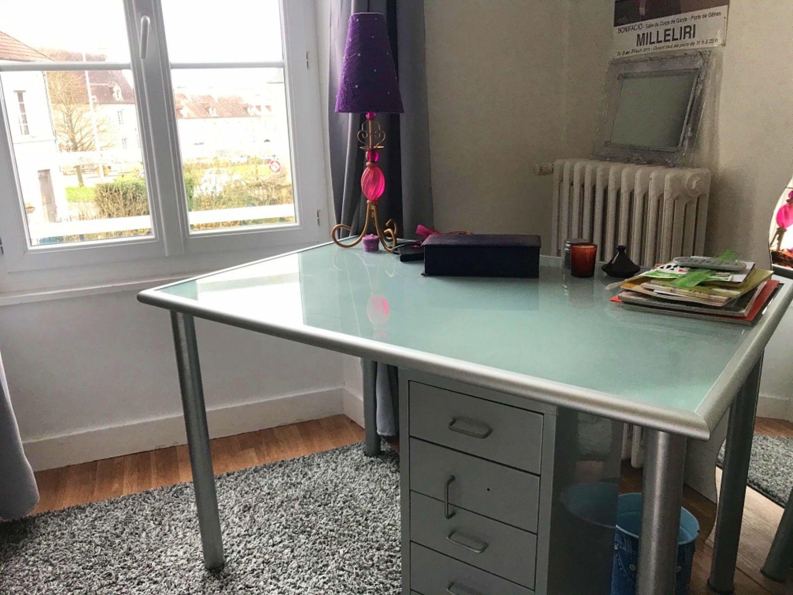 Vends bureau-table en verre