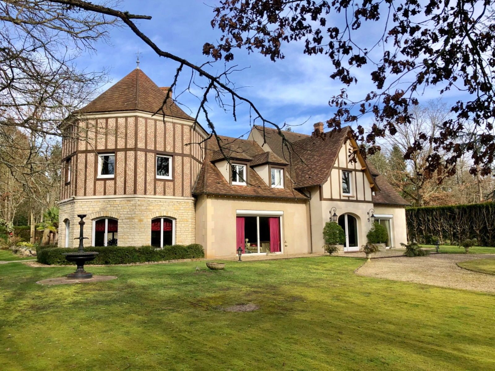 Vends Chantilly-Lamorlaye Manoir Contemporain (60500) - 5chambres, 400m²