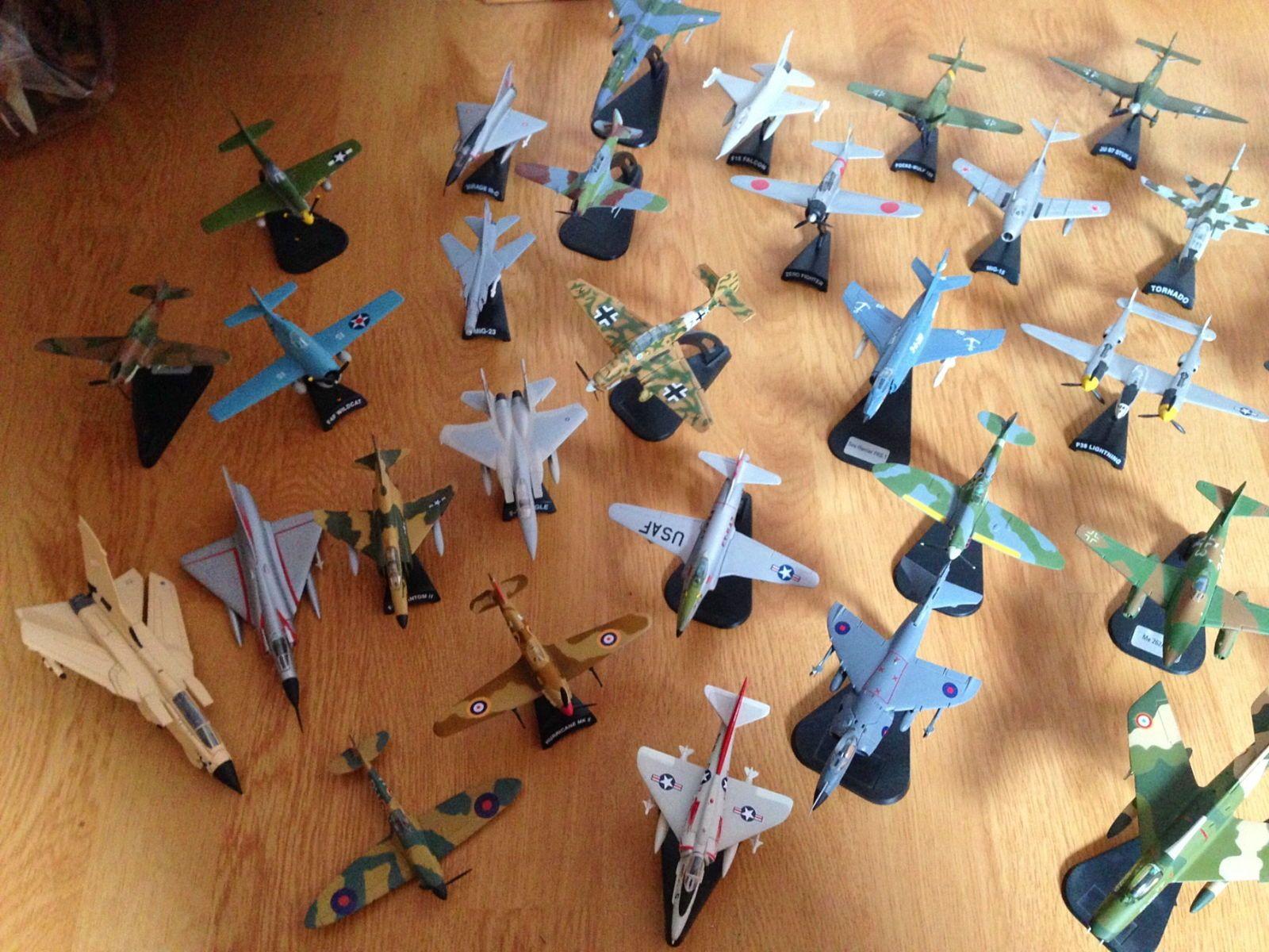 Vends collection de petits avions
