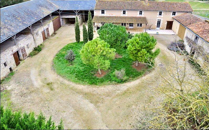 Vends Beau corps de ferme renové, 182m²,5Ch, Mazeuil (86)