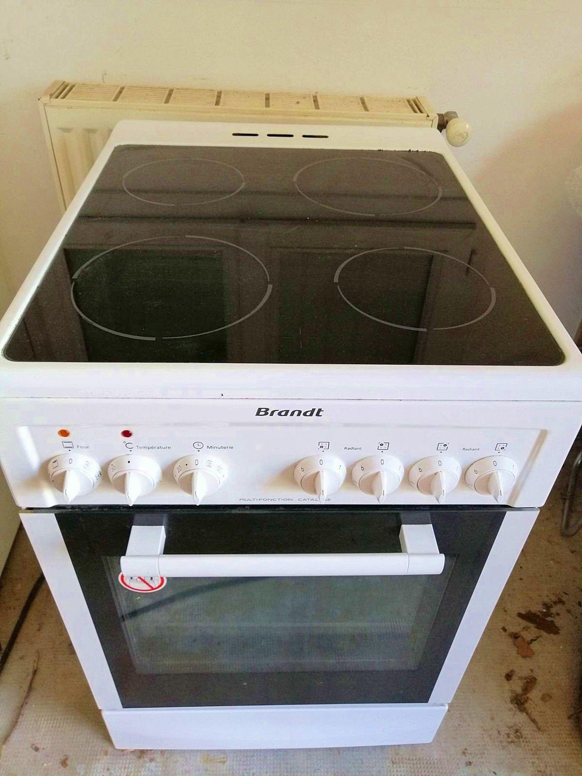 Vends cuisinière vitrocéramique Brandt KV1150W