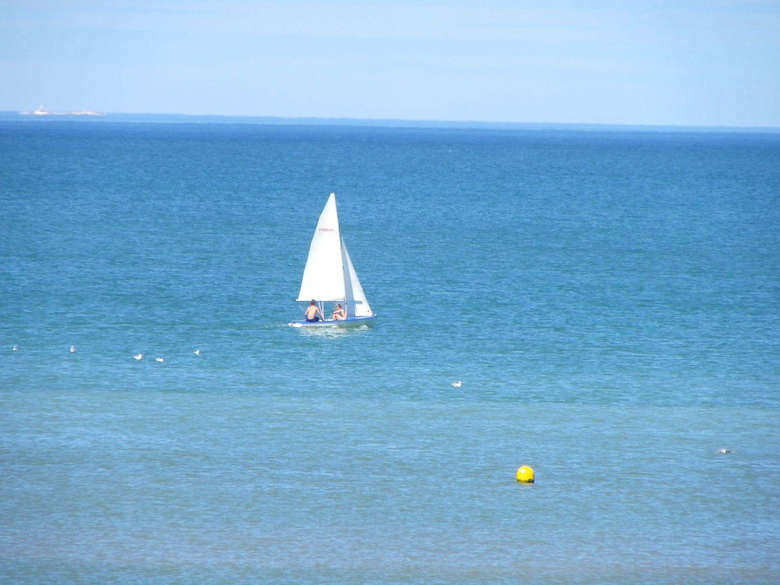 Vends dériveur EQUIPE basé à Dives-sur-Mer (14)