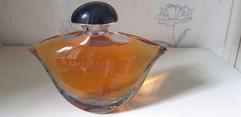 Vends Flacon de Parfum factice géant ANOUCHKA Révillon