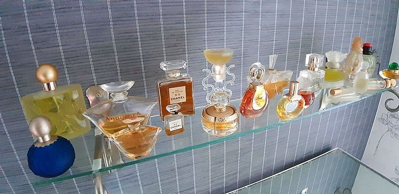 """Vends lot flacons de parfums de marque """"factice décoratif"""""""