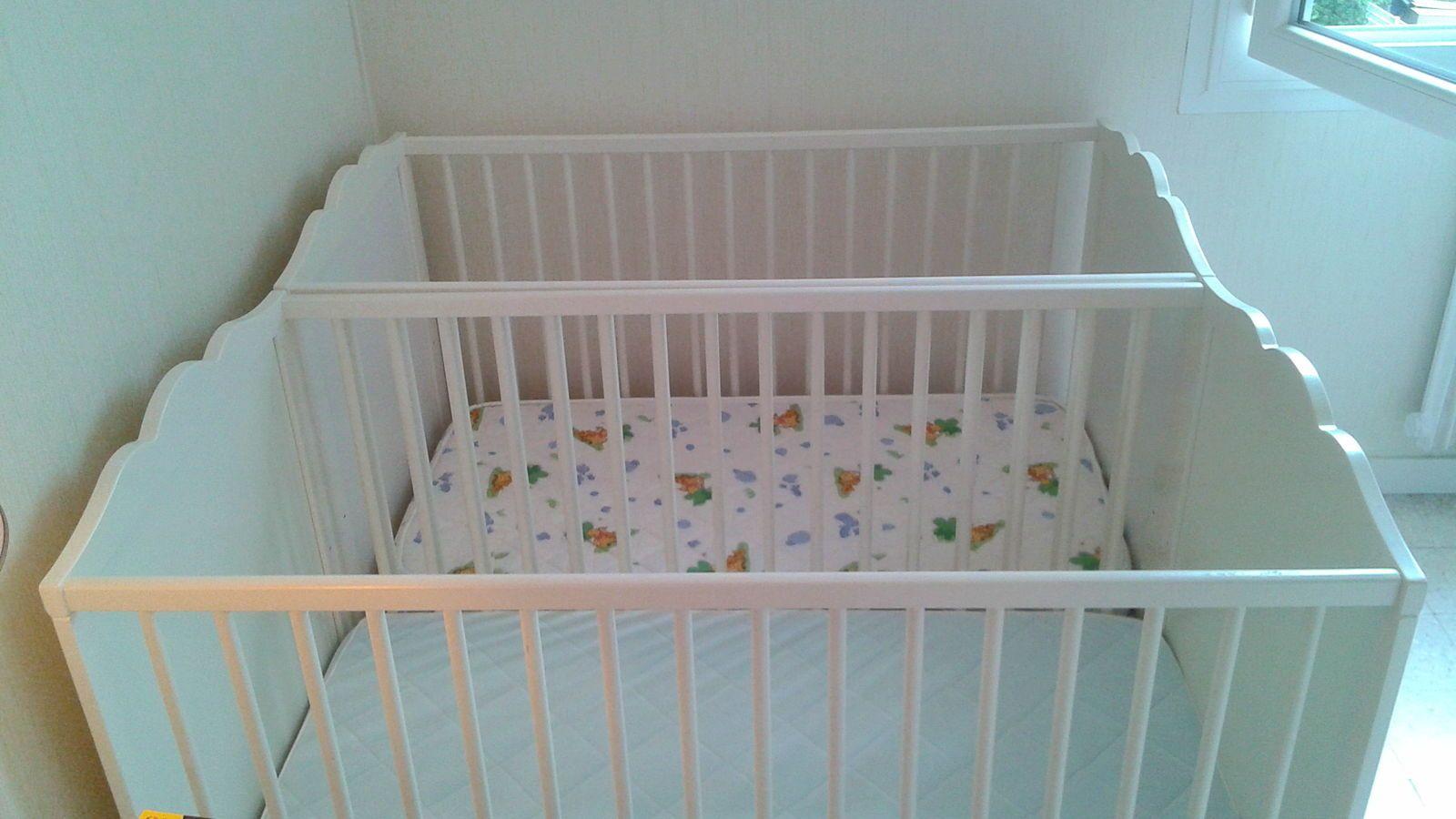 Vends lit bébé Ikea HENSVIK