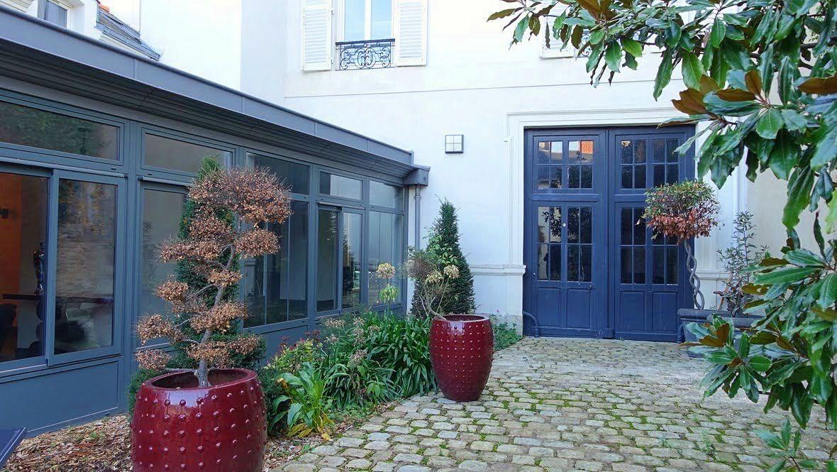 Vends hôtel particulier Le Mans 6ch bureau piscine 350m²