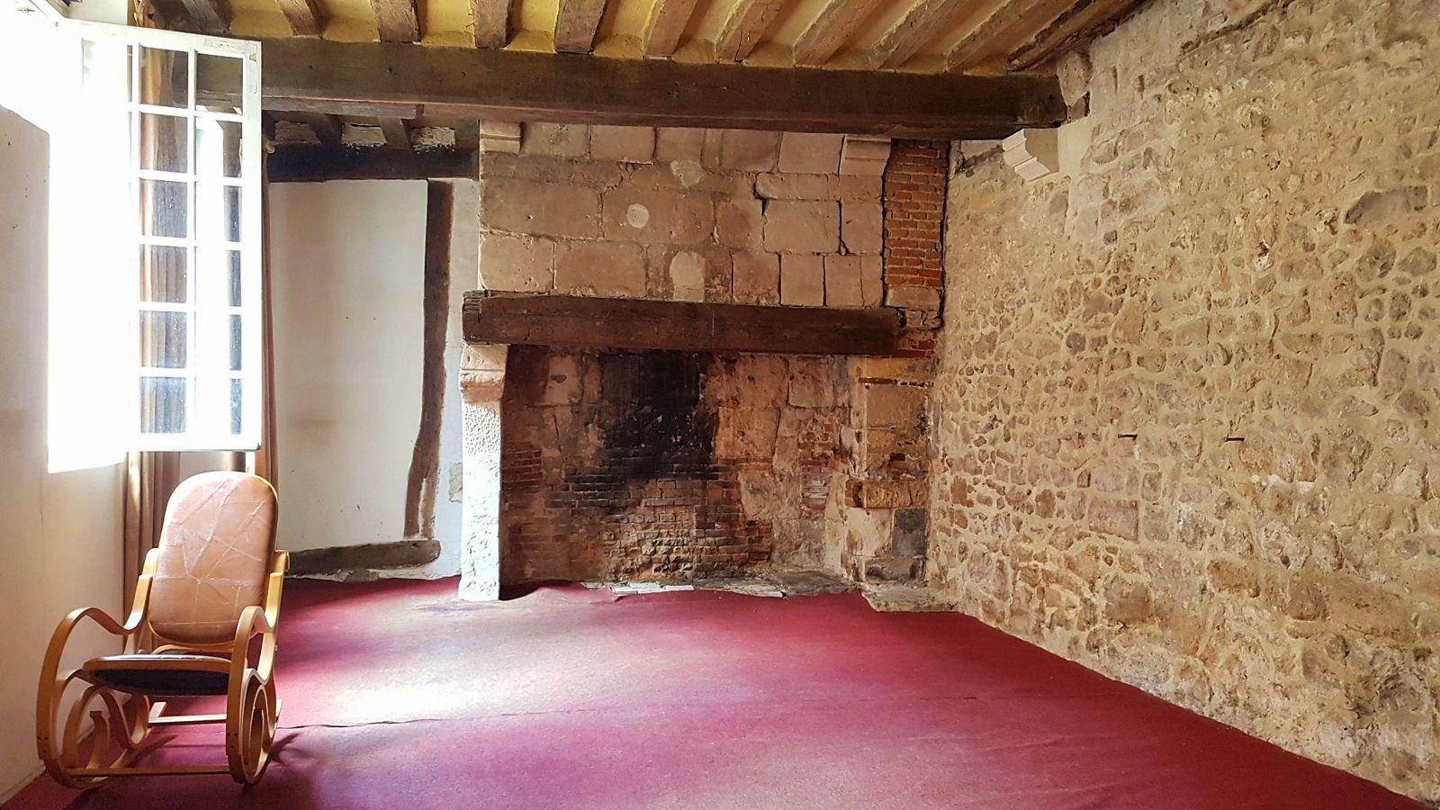 Vends Lisieux hypercentre, Maison du XVème: charme et authenticité - 3chambres, 91m²