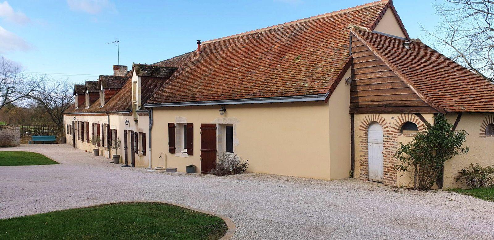 Vends longère 6chambres 296m² à Cherreau (Sarthe)