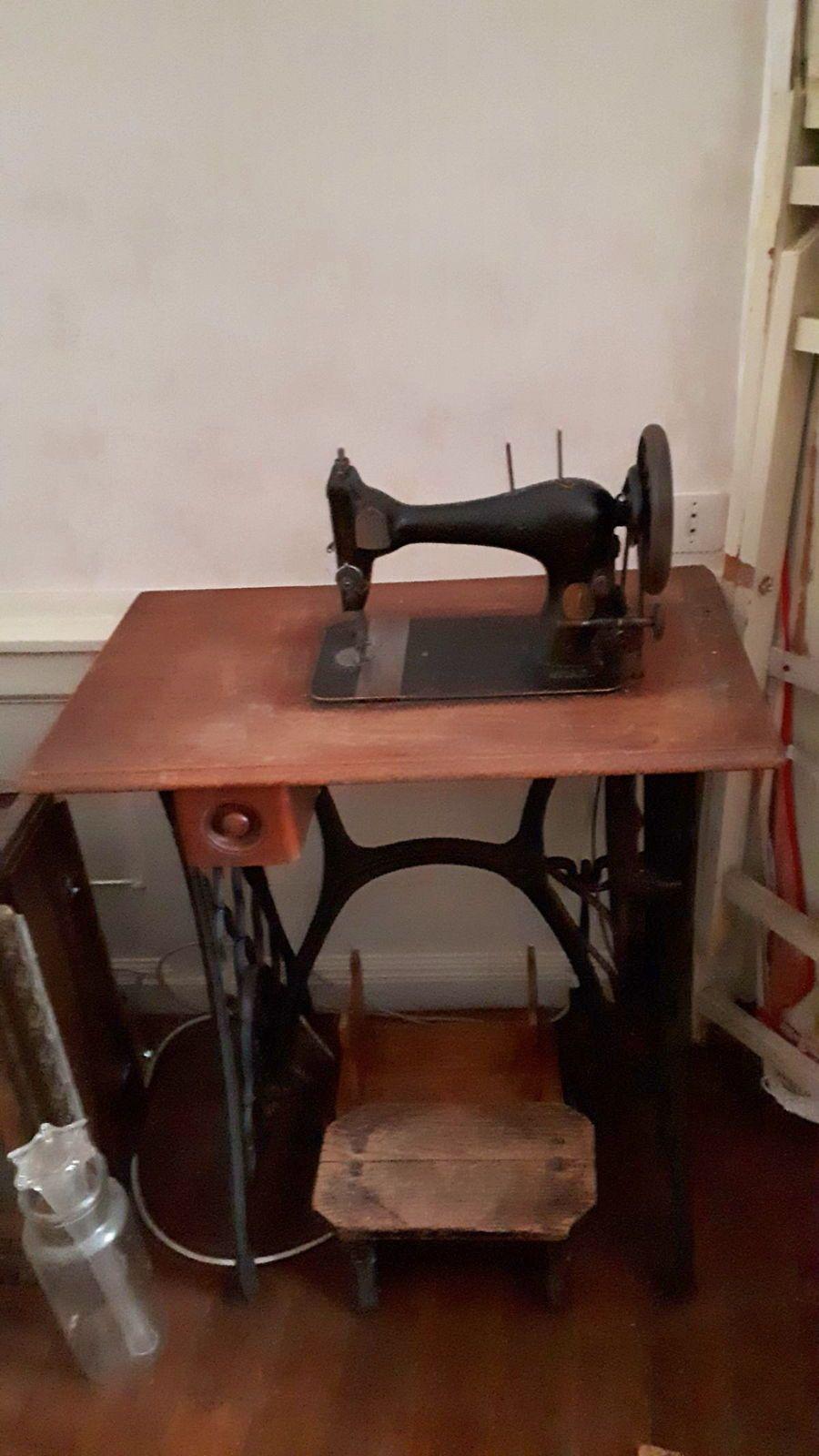 Vends machine à coudre ancienne