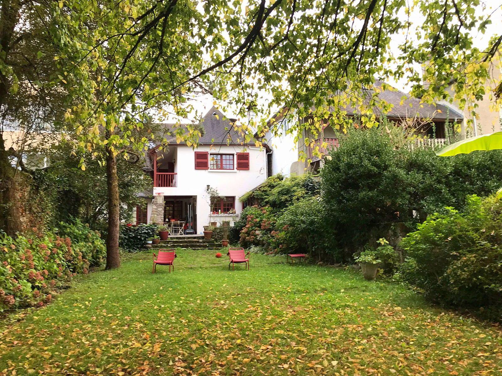 Vends maison 5/6chambres 200m² à Lasseube (64)