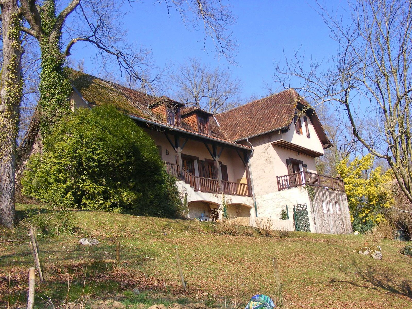 Vends maison 4chambres 178m² à Laa-Mondrans (64) grand jardin