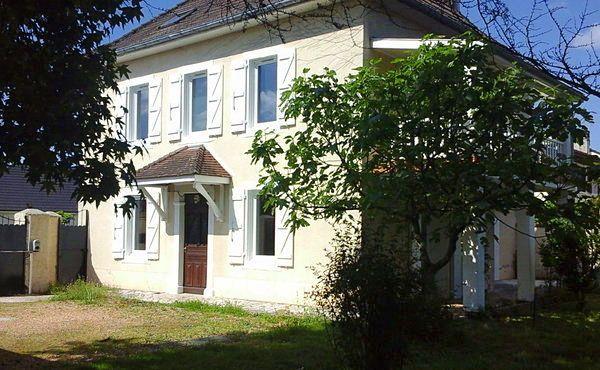 Vends maison 6chambres 200m², proche Pau secteur turbomeca