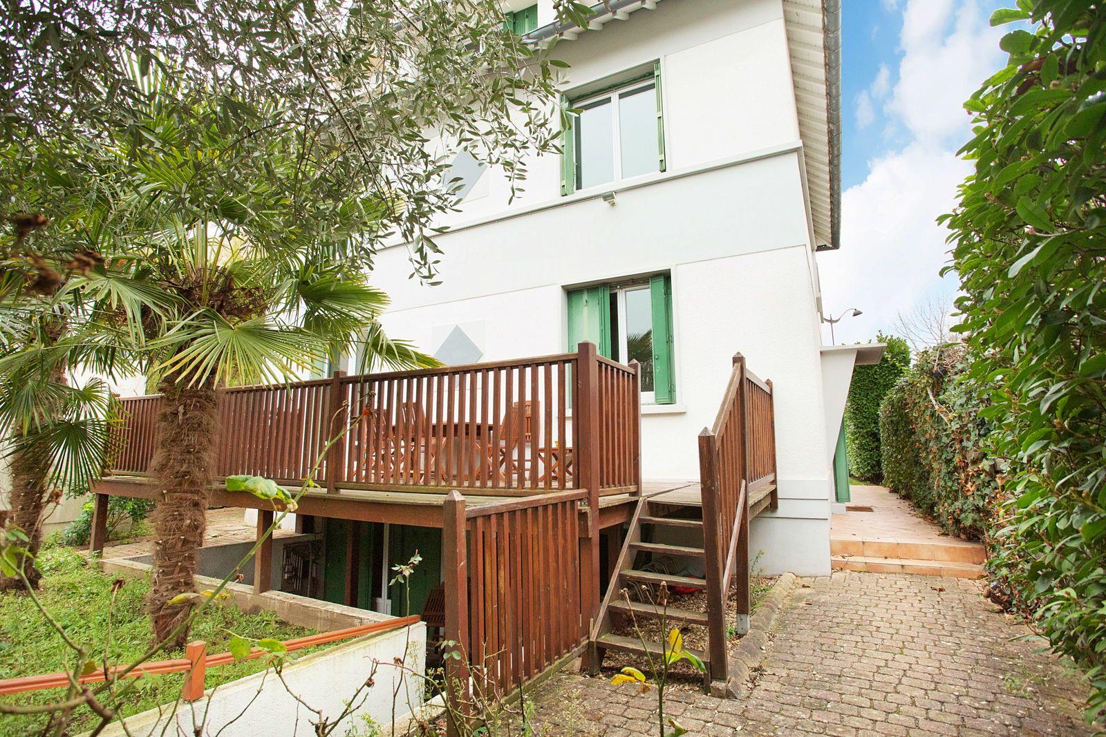 Vends maison 6chambres 210m² à Rueil-Malmaison quartier Gare