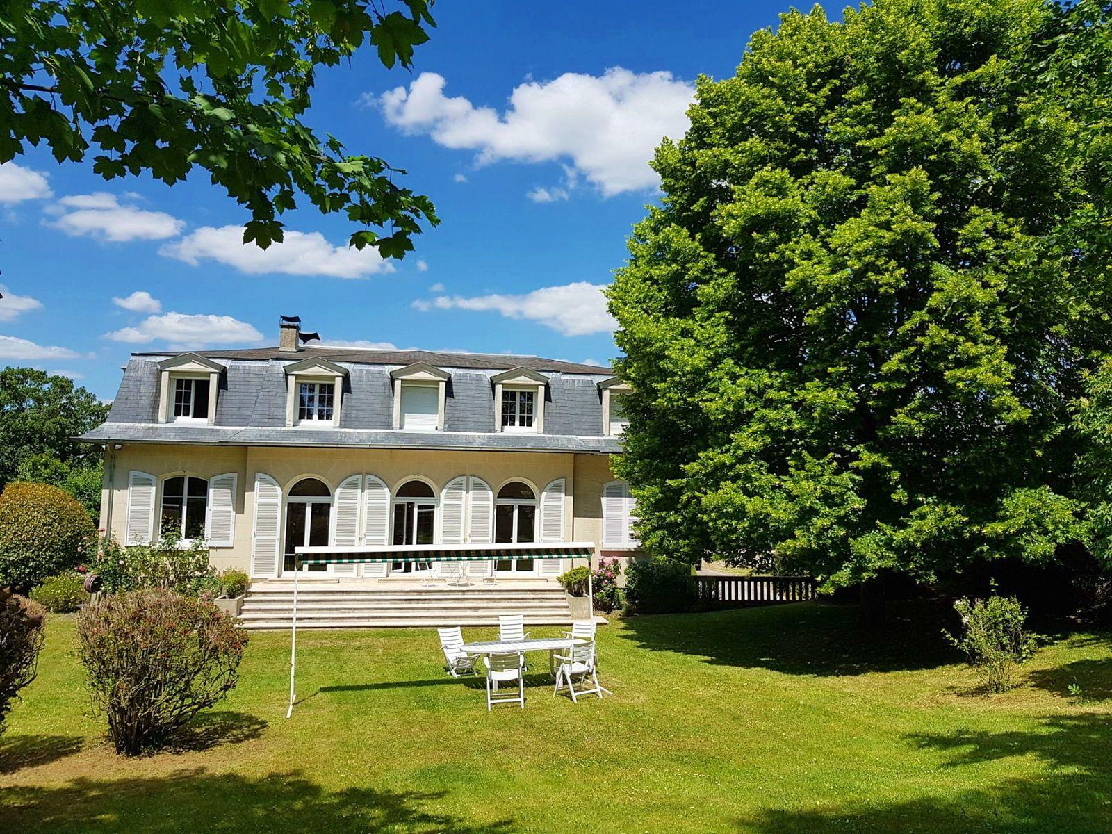 Vends maison très proche centre ville de Beauvais (60) - 5chambres, 285m²