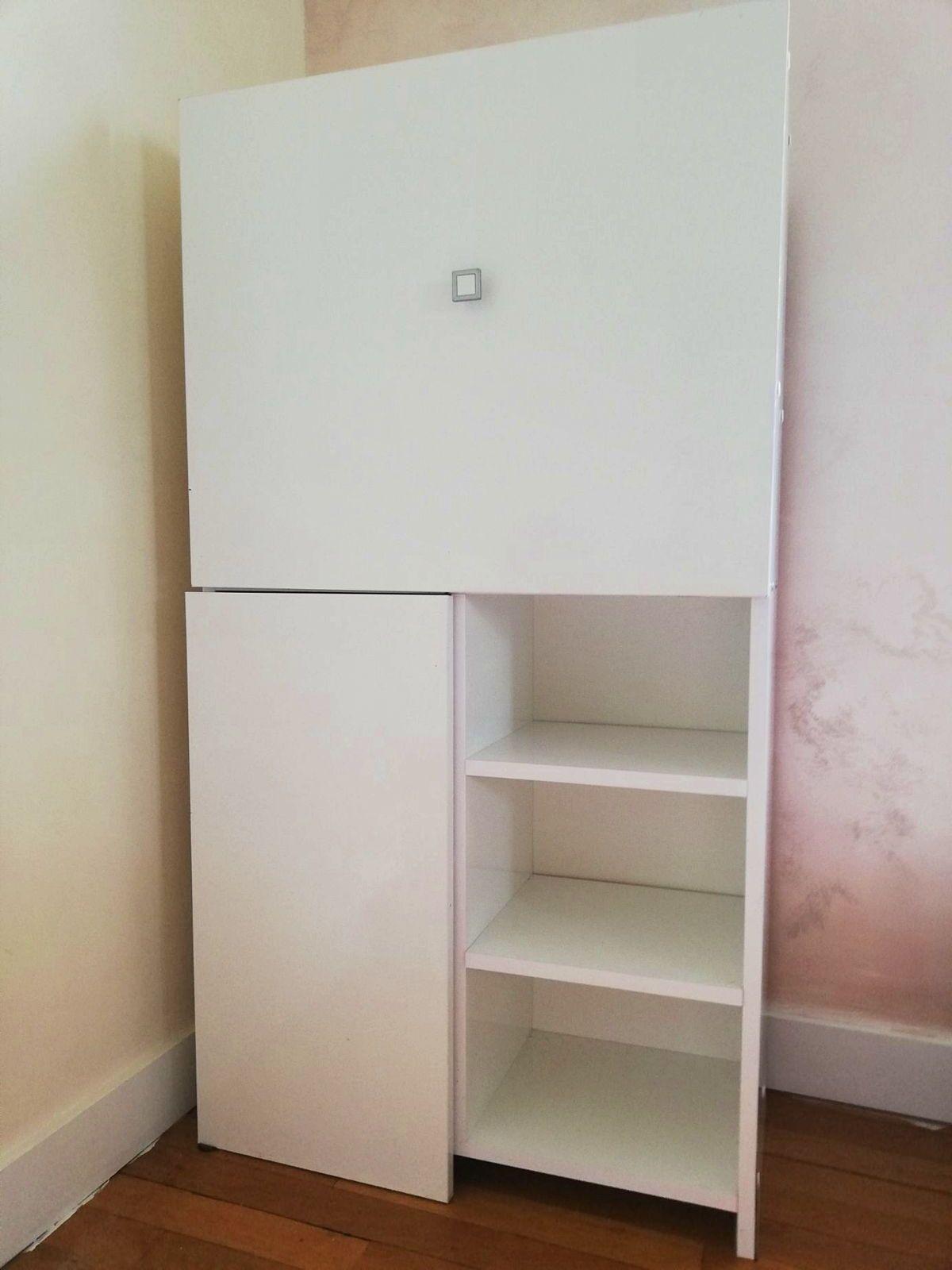 Vends meuble de rangement avec table intégrée