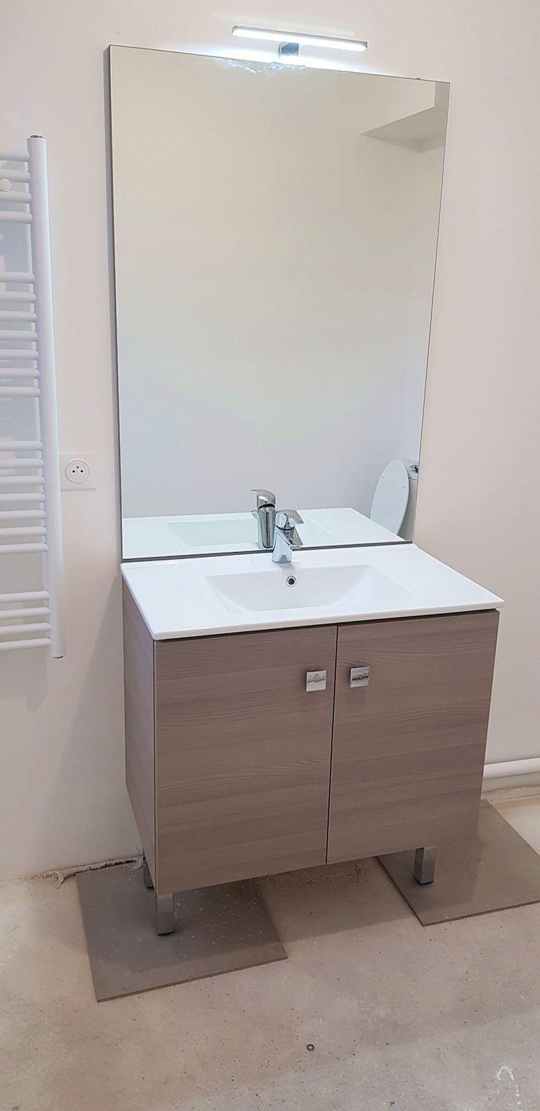 Vends meuble vasque 80x46avec miroir et éclairage